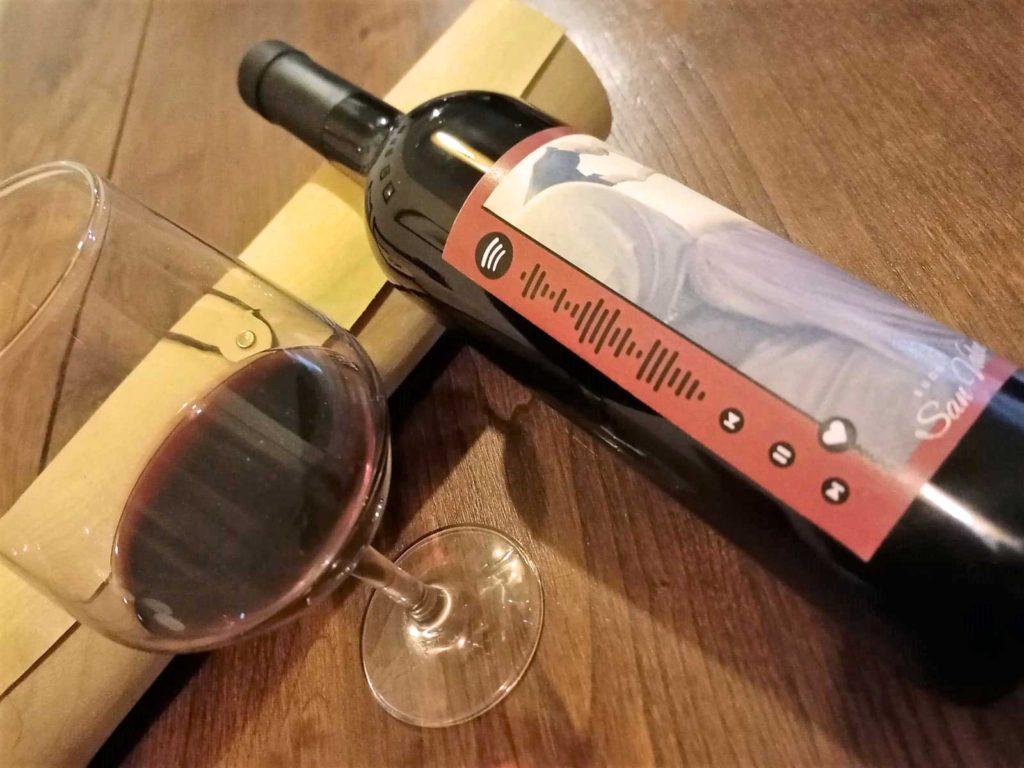 Etichetta personalizzata: dillo con una bottiglia di vino!